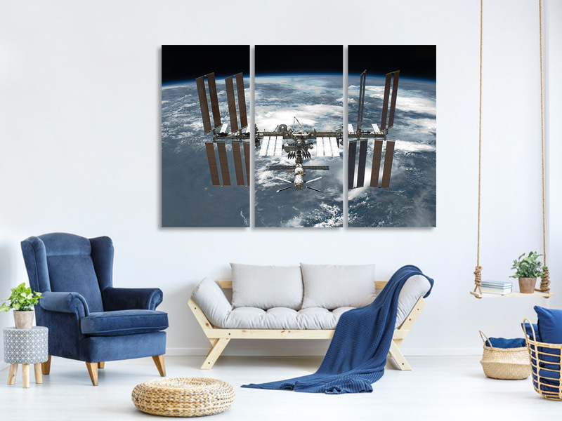3 Piece Canvas Print A satellite